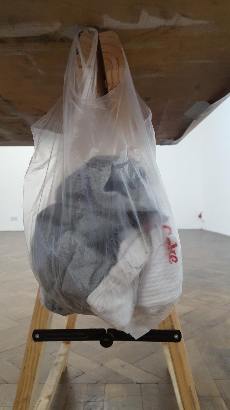 Martin Grandits, detail under the table, Büro Weltausstellung, 2018