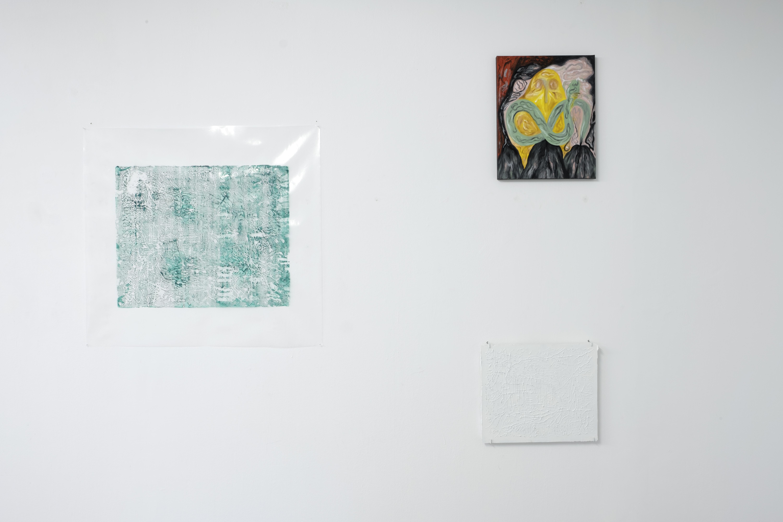 Installationsansicht Curved Arrows, Stefania Strouza, Amalia Vekri