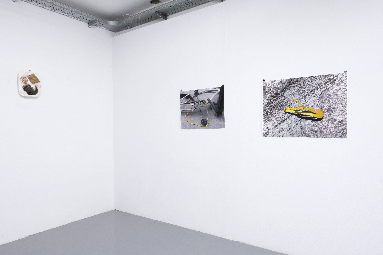 Installationsansicht Curved Arrows, Maria Georgoula, Alexandros Georgiou