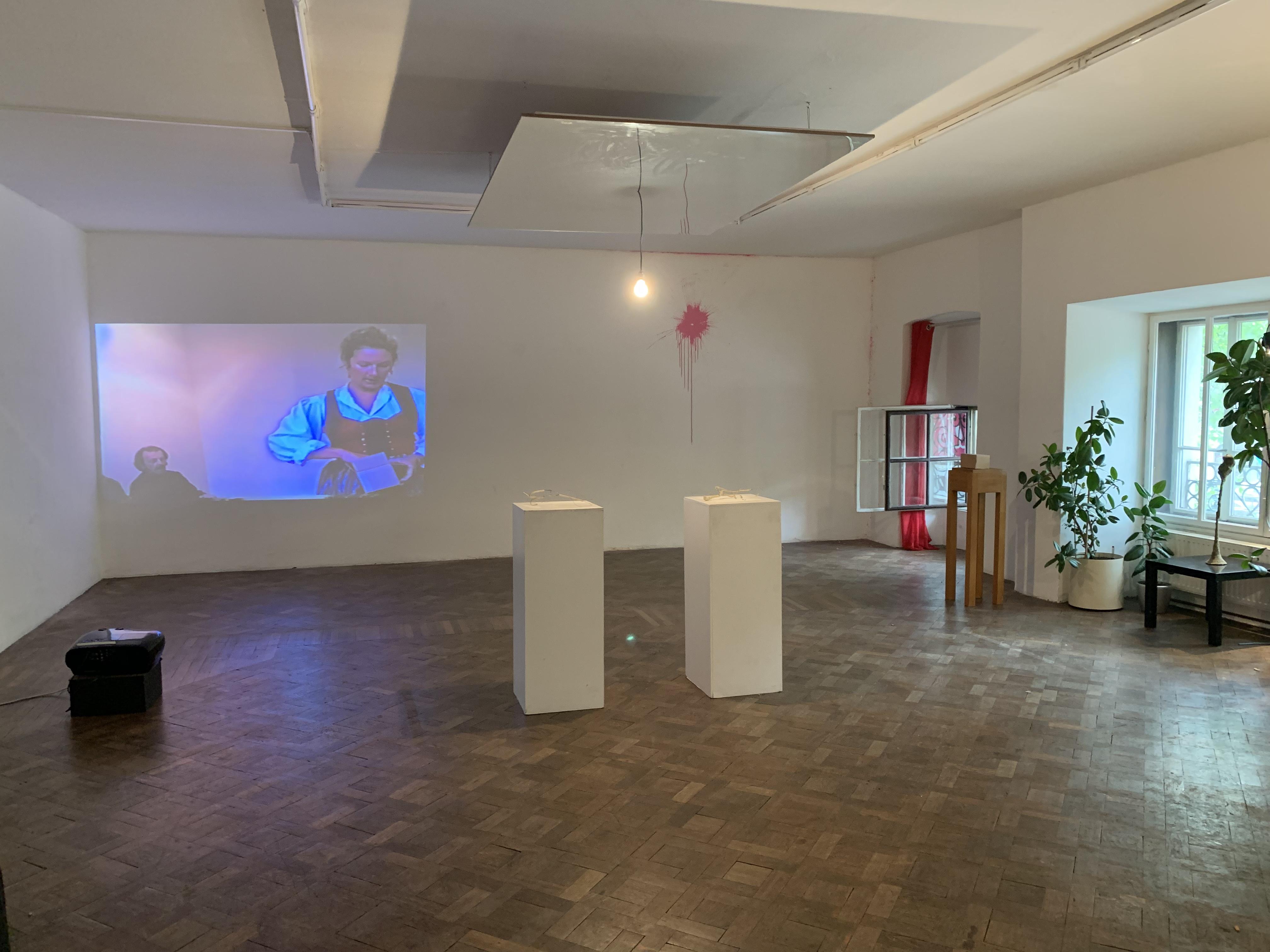 Ausstellungsansicht EIN PASSSTÜCK, Büro Weltausstellung 2019, Foto: Stefan Bidner