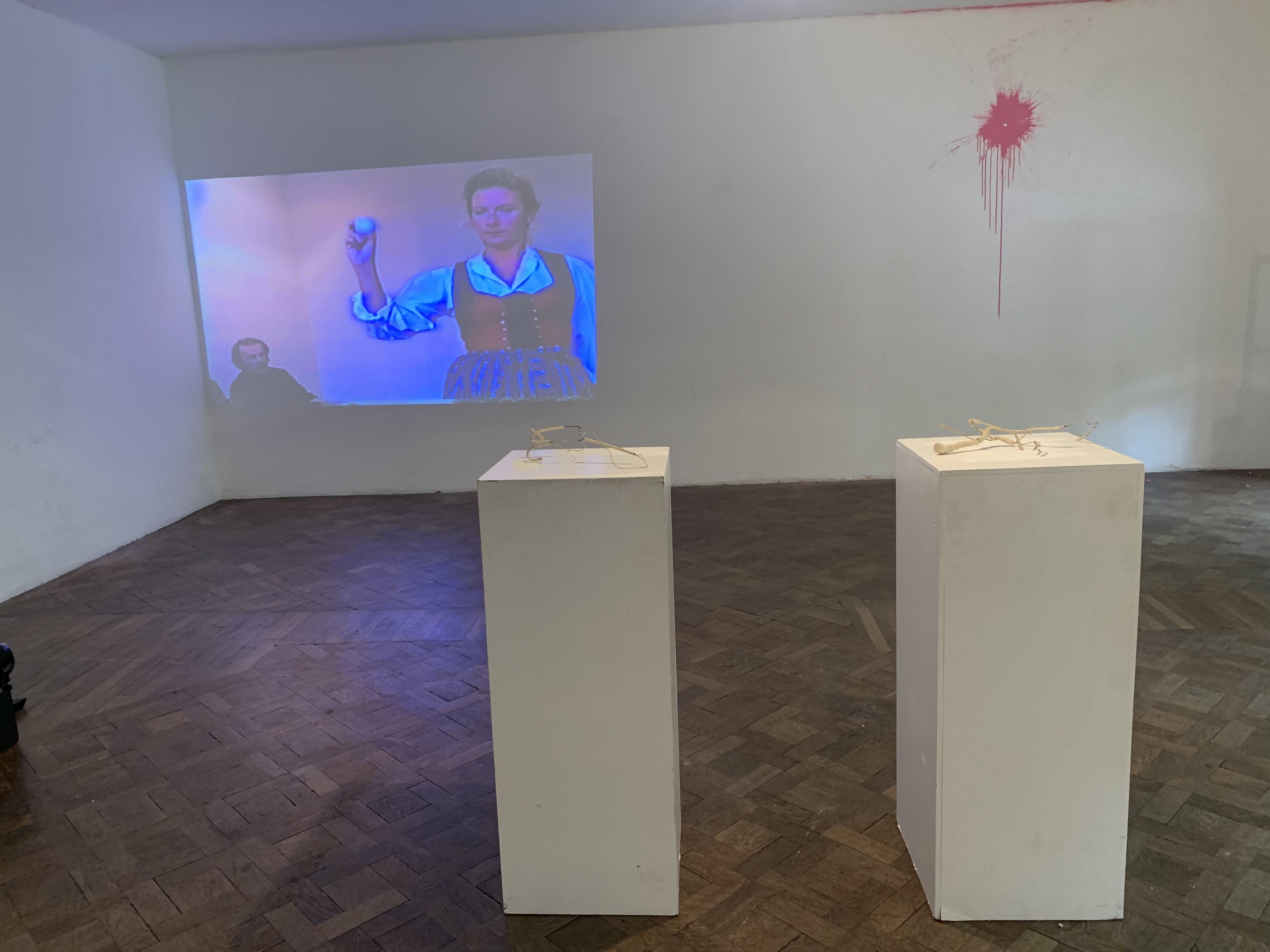 Ausstellungsansicht, EIN PASSSTÜCK, Büro Weltausstellung, 2019, Foto: Stefan Bidner