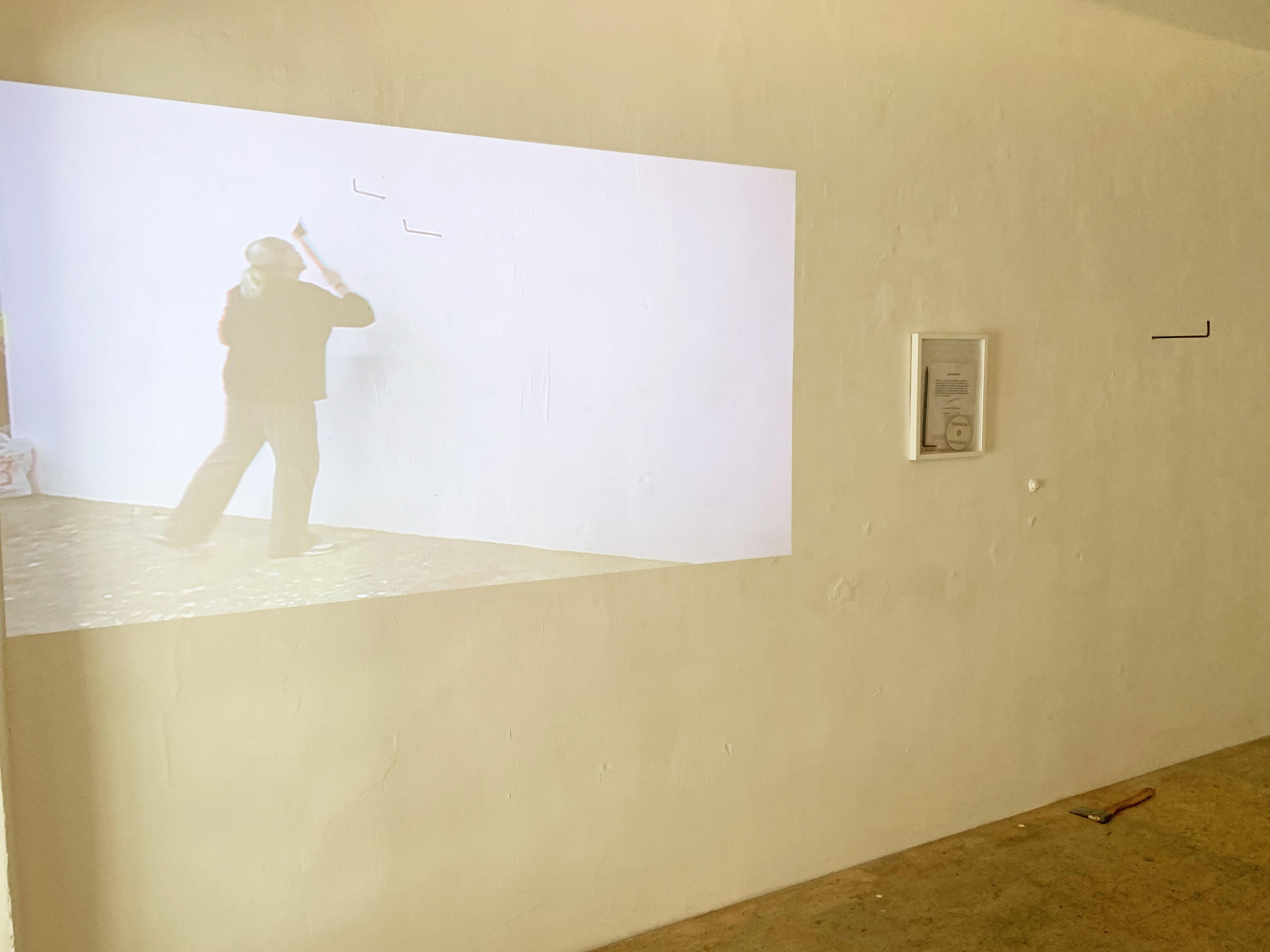 Ausstellungsansicht, EIN PASSSTÜCK, Edition Quasimodo, Büro Weltausstellung, 2019