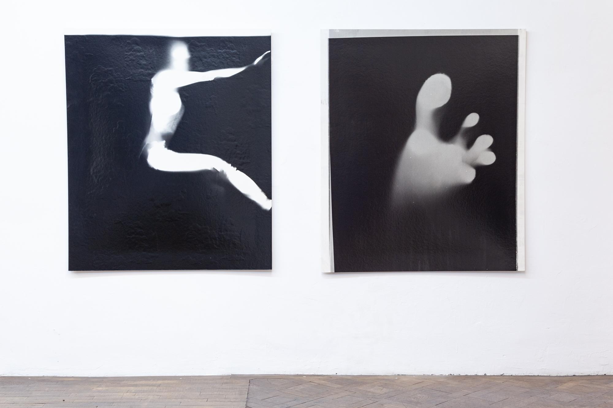 """Installationsansicht: Michaela Moscouw, """"Originalgröße"""" und """"Fuss"""", 1998, Photogramm, je 141 x 118 cm"""