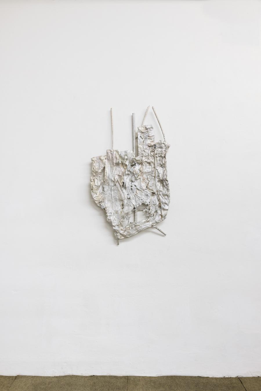 """Hans Schabus, """"Khakigrau"""", Aluminium, 109 x 60 cm, 2017"""