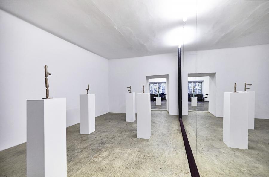 Erwin Wurm | Grüner Veltliner | Ausstellungsansicht | Büro Weltausstellung