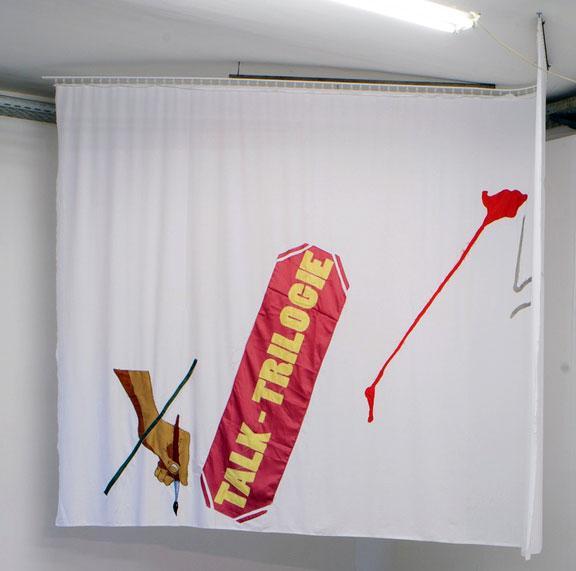 """Georg Frauenschuh """"Selbsständiges Bühnenelement (TT)"""", 2013, Textilien & Garne, 228 x 362 cm, Installationsansicht Kunstraum am Schauplatz, Foto © Lukas Dostal"""